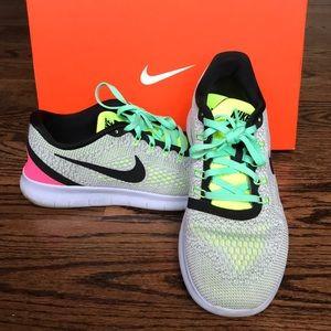 EUC Nike Free RN fits like size 10